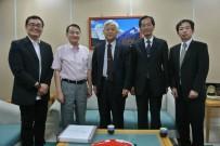 左から曾学科長、張学長、宮城学長、佐藤事務局長、許准教授